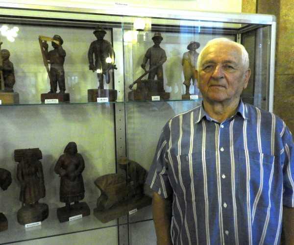 Figura László fafaragó mester kiállításának megnyitója